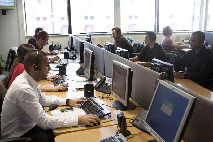 « Une obligation d'information, visant à obliger toute entreprise ou organisation utilisant un centre d'appel à informer ses correspondants téléphoniques sur le ou les pays d'implantation desdits centres, est en discussion.» (Paris, SAV Darty, centre d'appels).
