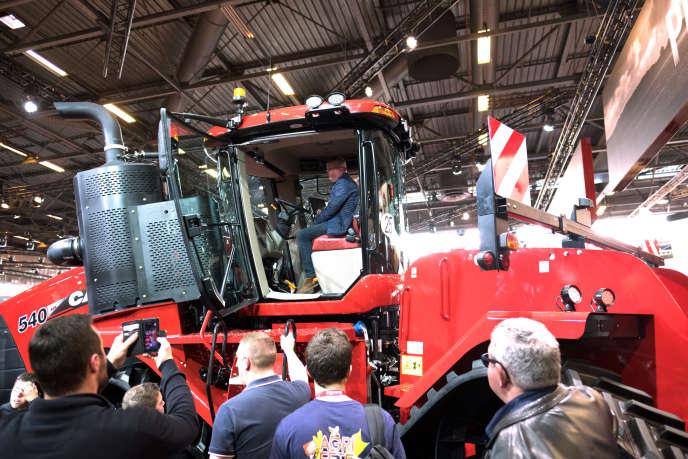 Un tracteur du constructeur américain Case IH, au Salon international du machinisme agricole, à Villepinte (Seine-Saint-Denis), lundi 25 février.