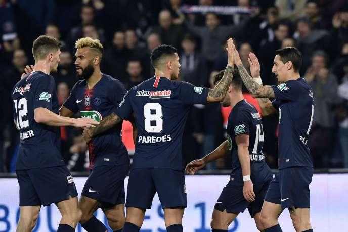 Grâce au doublé de l'Argentin Angel Di Maria (à droite) contre Dijon, le PSG a signé mardi au Parc des Princes une 28è victoire d'affilée en Coupe de France et se qualifie pour les demi-finales de la compétition.