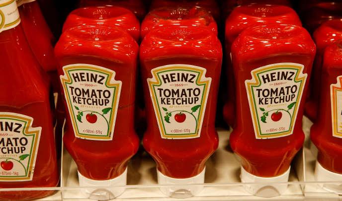 Dans un supermarché suisse. Les géants de l'agroalimentaire Kraft et Heinz ont fusionné en 2015.
