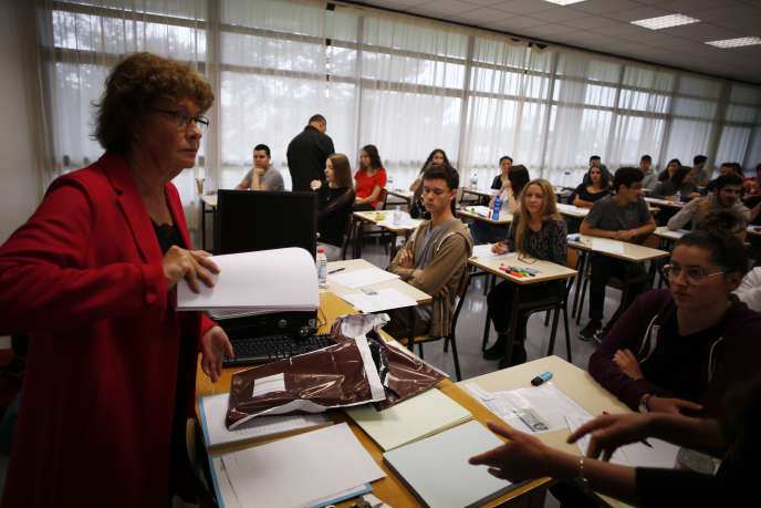 Des lycéens se préparent pour leur épreuve de philosophie du baccalauréat, au lycée Fresnel de Caen (Normandie), le 18 juin 2018.
