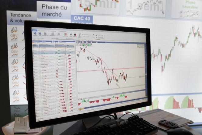 La gestion indicielle s'est démocratisée en France avec l'apparition, en 2001, des fonds indiciels cotés en Bourse, appelés trackers, parce qu'ils suivent les indices boursiers.