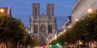 « En cinq ans, le prix moyen du mètre carré dans l'ancien n'a quasi pas bougé (– 1,3 %), à 2 034 euros, selon les données de MeilleursAgents» (Cathédrale de Reims).