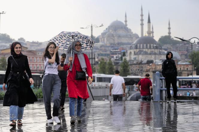 Cinquante-trois pour cent de la gent féminine turque porte le voile, soit seulement 1 % de plus qu'en 2008, malgré la pression des islamo-conservateurs.