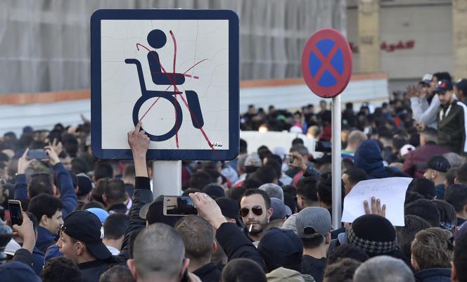 Manifestation à Alger, le 22 février 2019, pour protester contre le cinquième mandat du président Bouteflika.