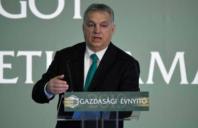 Le premier ministre hongrois Viktor Orban lors d'une conférence à Budapest le 27 février.