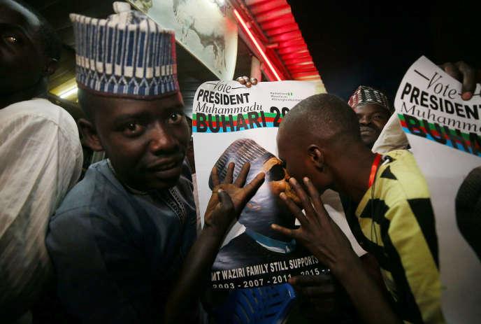 Des partisans du président sortantMuhammaduBuharicélèbrent saréélection, à Kano (Nigéria), le 26 février.