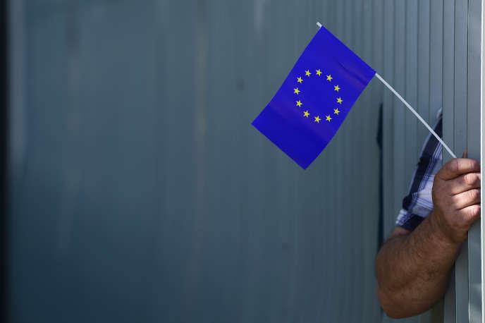 Un partisan du mouvement «Pulse of Europe», lors de l'arrivée d'Emmanuel Macron, tout juste élu président, à Berlin, le 15 mai 2017.