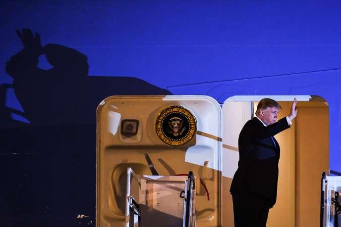 Donald Trump à son arrivée sur l'aéroport de Hanoï, le 26 février.
