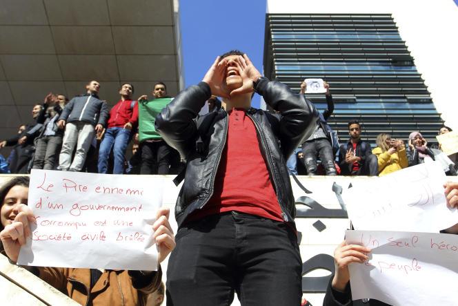 Rassemblement d'étudiants contre la candidature d'Abdelaziz Bouteflika à l'élection présidentielle, à Alger, le 26 février.