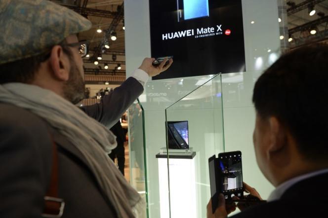 Le nouveau smartphone pliable de Huawei, au Mobile World Congress de Barcelone, le 25 février.