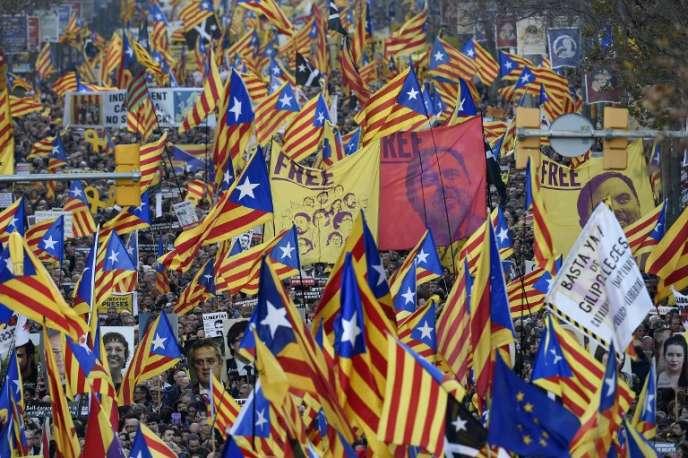 Manifestation de protestation contre le procès des douze dirigeants indépendantistes catalans accusés d'avoir mené une tentative de sécession en octobre 2017, à Barcelone, le 16 février 2019.
