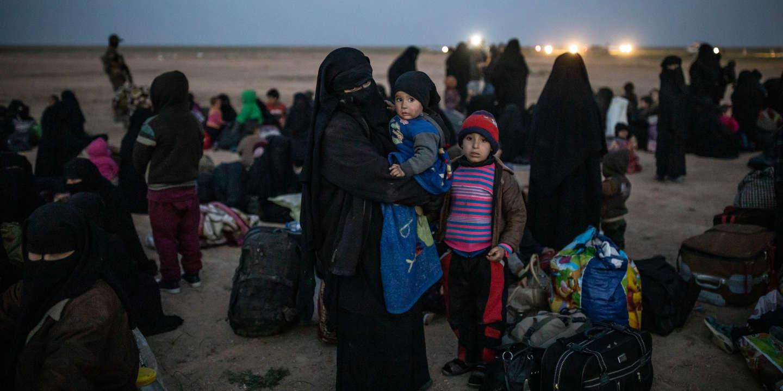 Le 25 Février, arrivée de 1500 civils sortant de Baghuz, dernière poche encore tenue par L'Etat Islamique. Les femmes et enfants sont séparés des hommes et sont fouillées.