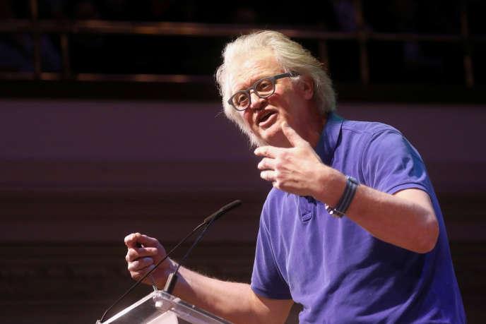 Leprésidentdu groupe Wetherspoon, Tim Martin, à la tribune d'un meeting pour leBrexità Londres, le 17 janvier.