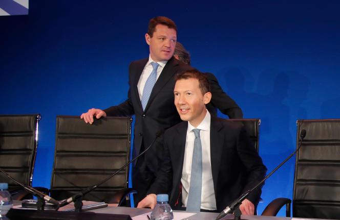 Benjamin Smith, directeur général d'Air France-KLM, devant Pieter Elbers, directeur général de KLM, à Paris, le 20 février.