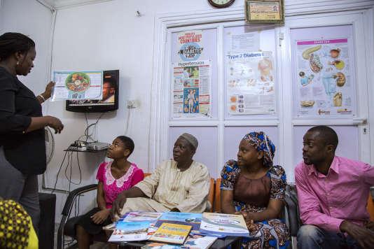 Séanced'information surla prévention etletraitement du diabète au Centre médicalspécialisé RainbowdeLekki(Nigeria), en mars 2016.