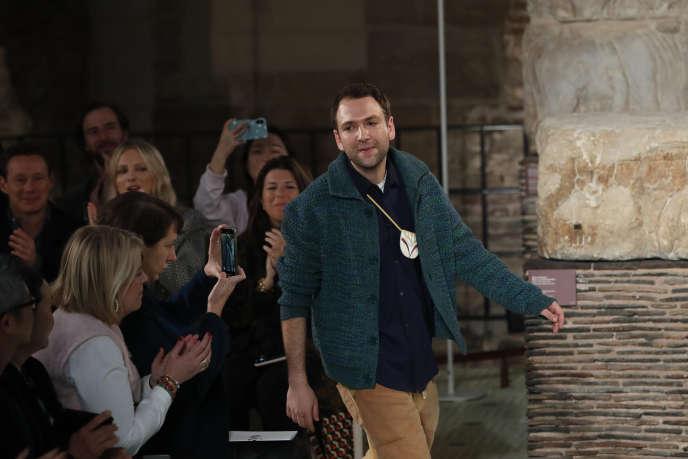 Bruno Sialelli, le directeur artistique de Lanvin, à la fin du défilé de la Paris Fashion Week, le 27 février.