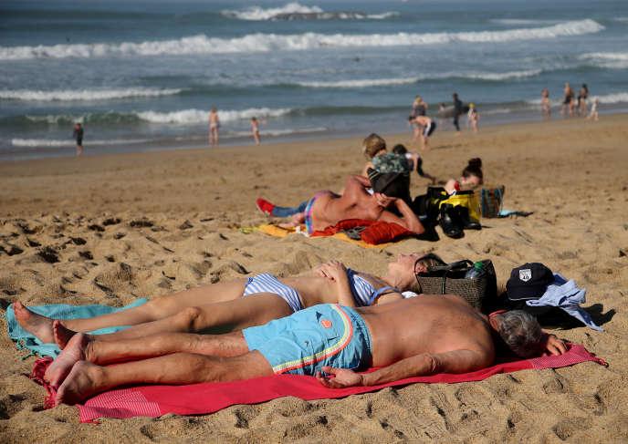 Sur la plage de Biarritz(Pyrénées-Atlantiques), le 27 février.