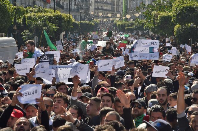 Des sources sécuritaires ont fait état de «plusieurs dizaines de milliers de personnes» dans les rues d'Alger, le 1er mars.