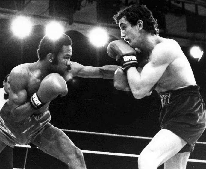 Le 8 juin 1985, Eusebio Pedroza (à gauche) défendait son titre mondial WBA face au Nord-Irlandais Barry McGuigan à Londres.