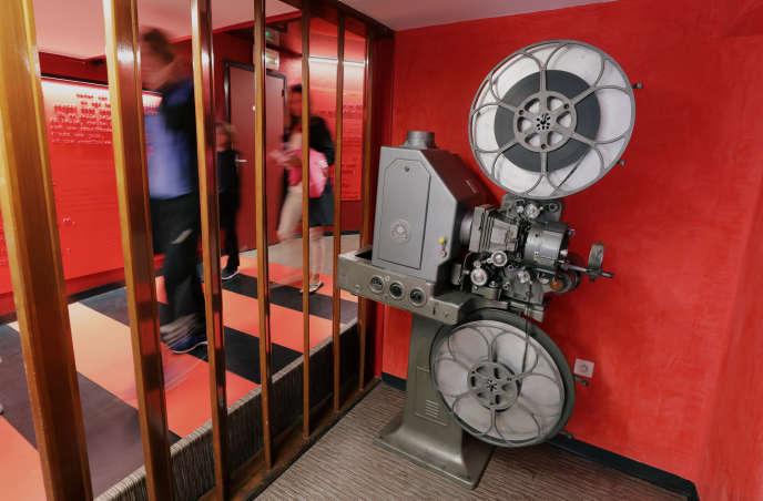 Dans le hall du cinémaMercury,à Nice :plus de 700 titres déboulent chaque année sur les écrans de l'Hexagone.