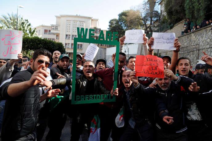 Manifestation contre un cinquième mandat d'Abdelaziz Bouteflika, à Alger, vendredi 1er mars.