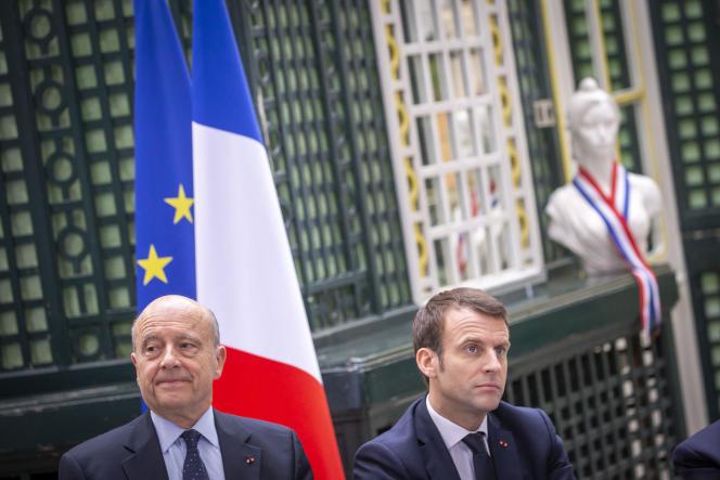 Emmanuel Macron et Alain Juppé participent au Grand débat à la résidence préfectorale de Gironde à Bordeaux, vendredi 1er mars 2019.