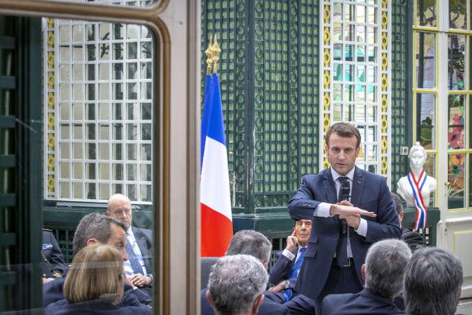 Emmanuel Macron au grand débat à la résidence préfectorale de Gironde à Bordeaux, le 1er mars.