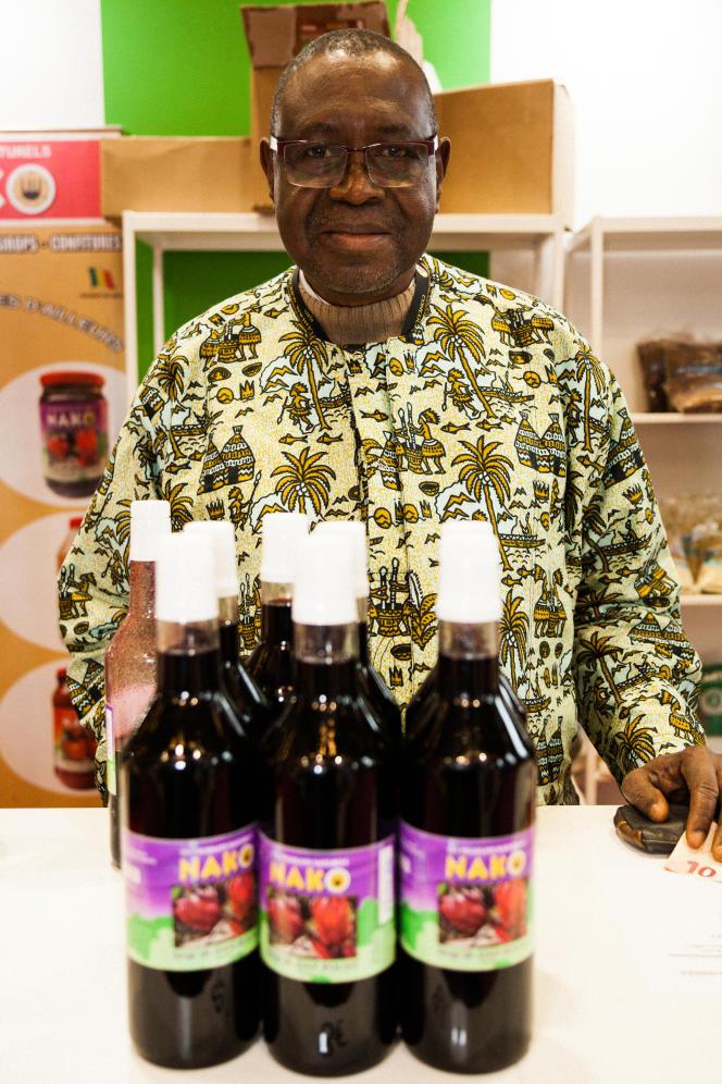 Yaya Malle, président de Nako, une entreprise malienne qui produit du sirop d'hibiscus, au Salon de l'agriculture.