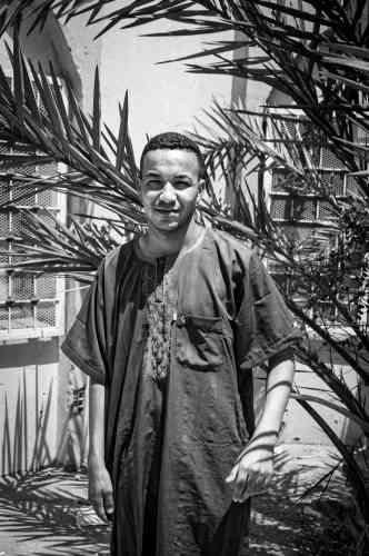Ismael, 26ans,militant dans le mouvement depuis 2013, travaille comme opérateur sur une plateforme pétrolière: «Je mérite mieux, mon travail est en dessous de mes qualifications. J'aimerais avoir une vie digne en Algérie. S'il n'y a pas un changement pour que notre vie arrête de stagner ou même de régresser, je partirai en Angleterre.»
