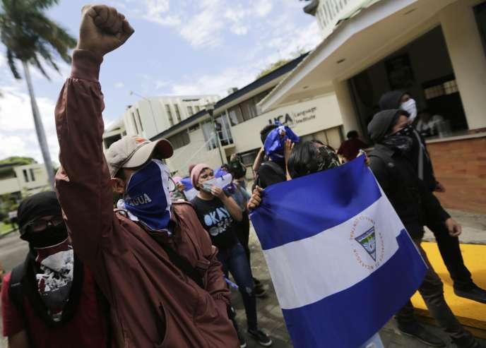 Des étudiants manifestent contre le gouvernement du président Daniel Ortega, à Managua, capitale du Nicaragua, le 1er mars.