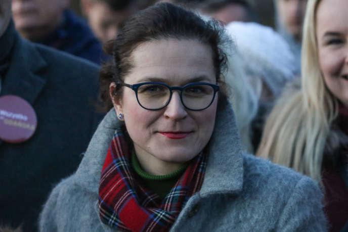 Aleksandra Dulkiewicz, candidate à la mairie de Gdansk, lors de sa campagne électorale, le 28 février.