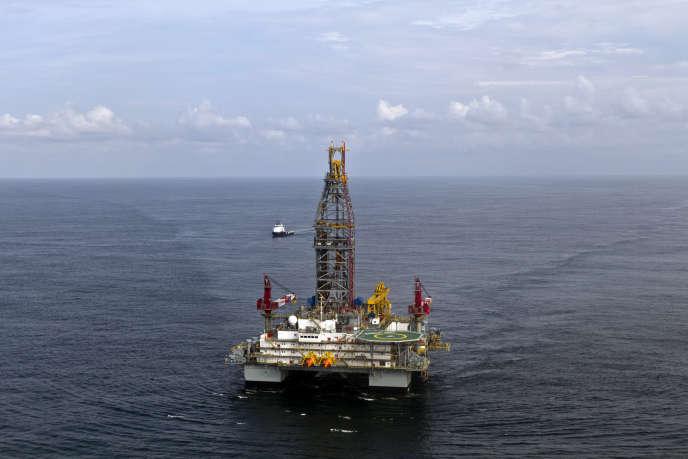 Une plateforme de forageoffshorede lacompagnieTullowOilau large des côtes de la Guyane française, en septembre 2011.