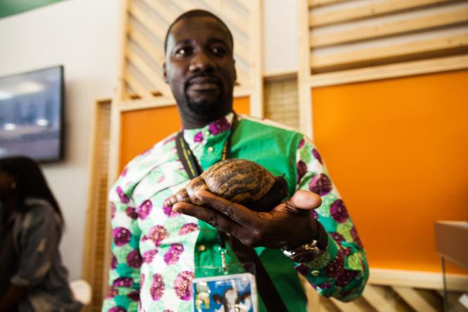 Pacome N'da, agronome ivoirien, est chargé de représenter les producteurs d'escargots géants de son pays au Salon de l'agriculture.