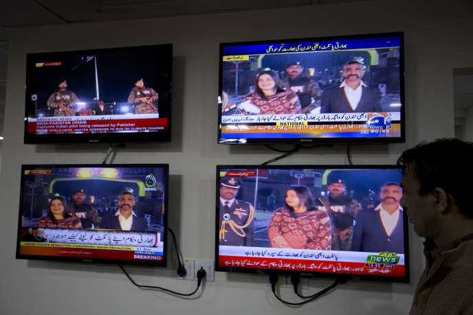 Images télévisées d'Abhinandan Varthaman traversant le poste-frontière de Wagah, situé entre les grandes villes de Lahore (Pakistan) et Amritsar (Inde).