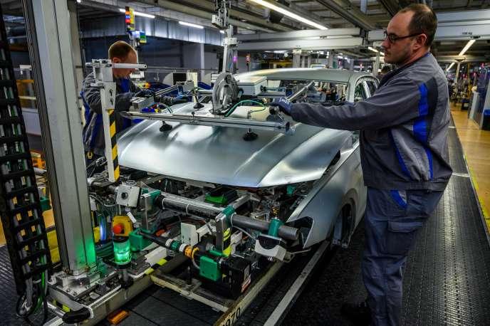 Les lignes de production du constructeur automobile Volkswagen, à Wolfsburg (Basse-Saxe), le 1er mars 2019