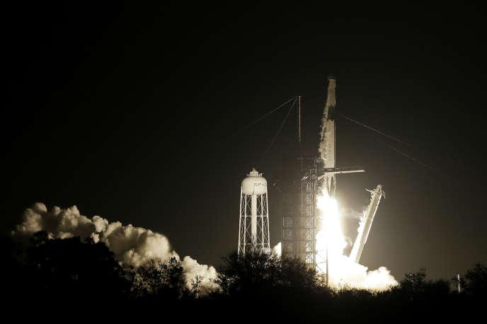 La fusée SpaceX Falcon-9, sur laquelle est embarqué le vaisseau spatial Crew Dragon, a décollé samedi 2mars de CapCanaveral, en Floride.