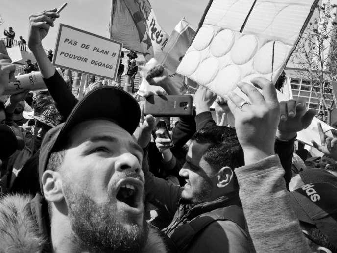Manifestation contre la candidature d'Abdelaziz Bouteflika à l'élection présidentielle, à Oran, le 1er mars.