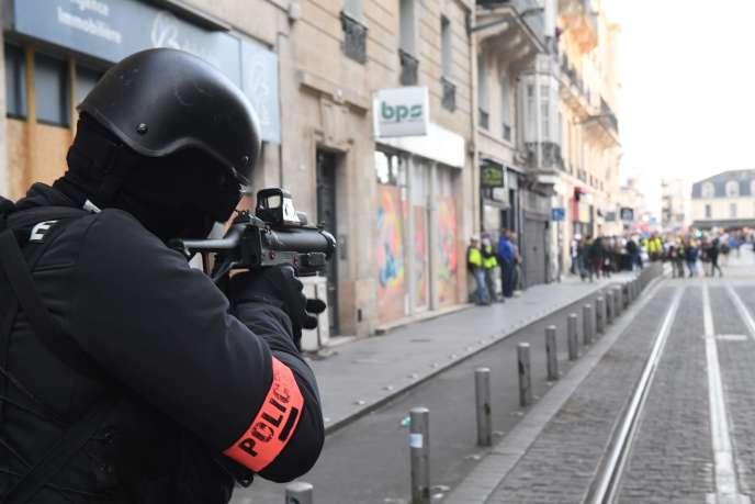 Lors d'une manifestation de« gilets jaunes» à Bordeaux, le 2 mars.