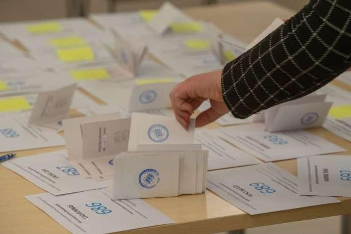 Lors du scrutin législatif estonien, à Tallinn, le 3 mars.