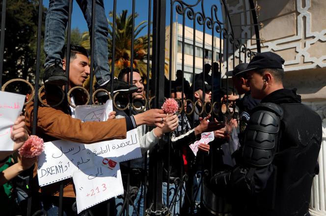 Manifestation d'étudiants à Alger, dimanche 3 mars.