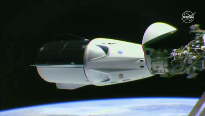 La capsule Crew Dragon s'est amarrée à la Station spatiale internationale (ISS), dimanche 3 mars.