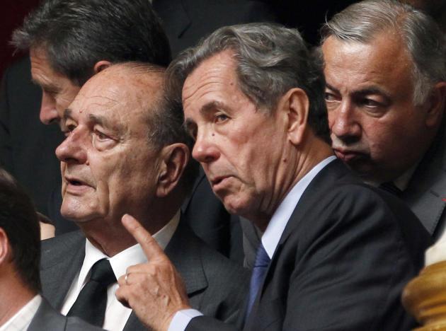 L'ancien président Jacques Chirac, à l'Assemblée nationale au côté du président du Conseil constitutionnel Jean-Louis Debré, le 29 juin 2010.