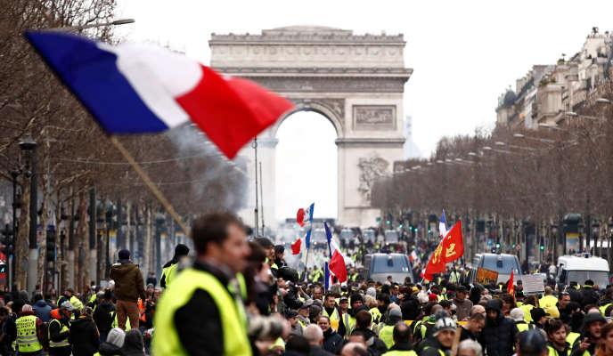 Des« gilets jaunes» manifestent à Paris, le 2 mars.