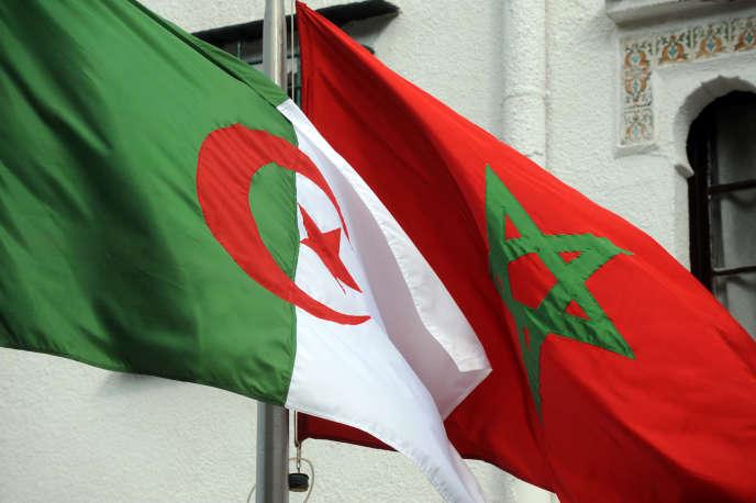 Les drapeaux algérien et marocain, à Alger, le 24janvier 2012, lors d'une visite du ministre marocain des affaires étrangères.