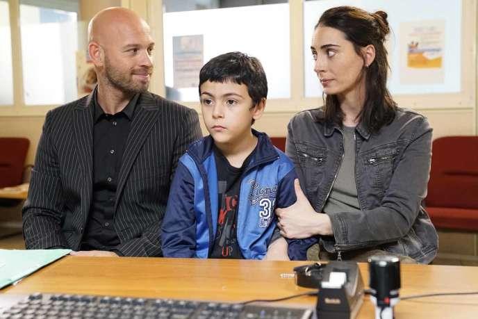 De gauche à droite :Franck Gastambide, Jessim Kas et Melisa Sözen dans« Damien veut changer le monde», deXavier de Choudens.