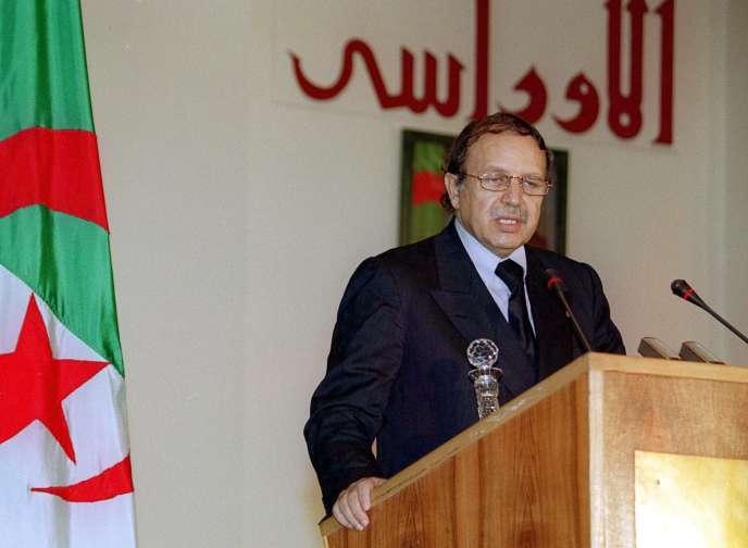 Le président Abdelaziz Bouteflika, le 13 octobre 1999, à Alger.
