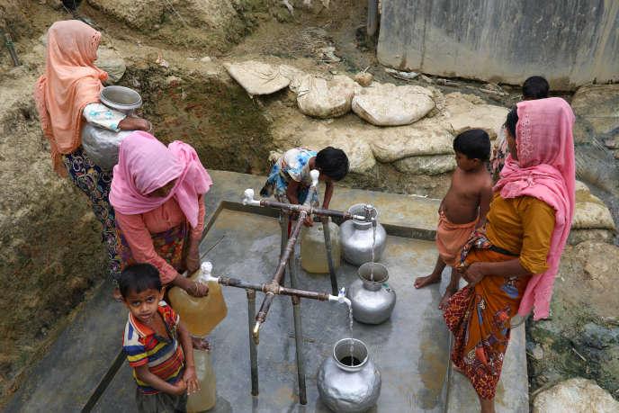 Un point d'eau dans le camp de réfugiés rohingya, àTeknaf, au Bangladesh, le 5 mars.