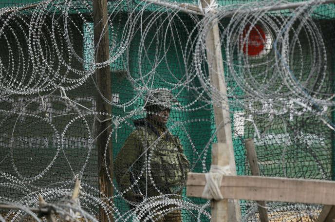Un paramilitaire indien à Srinagar, dans l'Etat du Jammu-Cachemire, le 5 mars 2019.