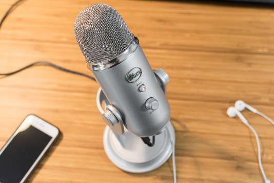 Parmi les microphones testés, le Blue Yeti est celui qui permet le plus facilement d'obtenir un bon son pour un podcast, une diffusion en direct, un appel vidéo ou toute autre sorte d'enregistrement.